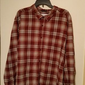 Columbia long sleeve button up front pocket maroon